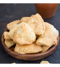 Shuchi Jeera Farsi Puri with Pickle